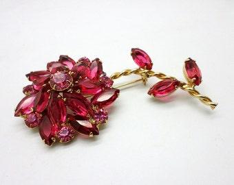 Beautiful 60s Vintage Bright Pink Rhinestone Flower Pin Brooch Gold Tone Metal