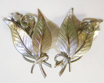 vintage double silver tone leaves clip on earrings 415A