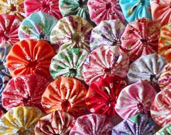 30 - 1930's Reproduction  Feedsack 1 1/2 inch Yo Yo Fabric Quilt  Block Applique Trim Pieces Embellishment Hair Clip