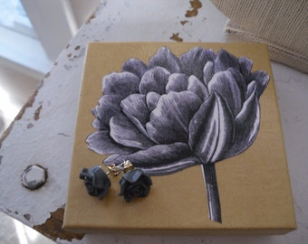 GIFT BOX SET Gray Flower Post Earrings