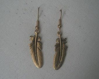 Vintage Gold Tone Tobacco Leaf Dangle Earrings