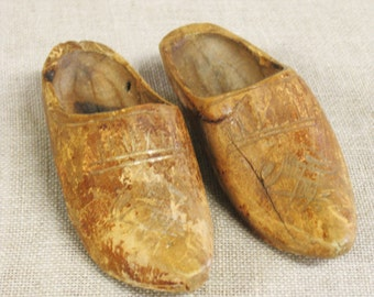 Miniature Shoes , Folk Art , Carved Wood Shoes , Hand Carved Shoes , Clogs , Wooden Clogs , Doll Shoes , Primitive , Antique , Footwear