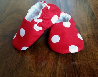 Baby shoes, toddler girls shoes, baby crib shoes, Toddler moccasin, red and white polka dot