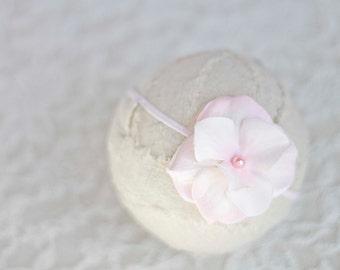 Light Pink. Flower Headband. Silk Flower. Pearl. Skinny Elastic. Girl. Baby. Photopraphy Prop. Newborn. Tolola Designs.
