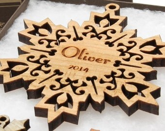 Personalized Christmas Ornament - Snowflake Gift Box Set . Custom Engraved Wood Snowflake . Timber Green Woods