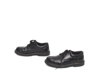 doc marten style WOMEN'S size 10 mens size 8 SKECHERS black leather 90s BROGUES 4 eyelets shoes