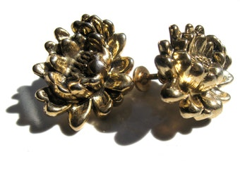 Vintage 50s Screw Back Earrings//Golden Chrysanthemum Vintage//Spring Flowers To Wear