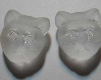 Glass Cat beads     .......  2 pieces ........       12 x 11 x 6  mm                              B1334