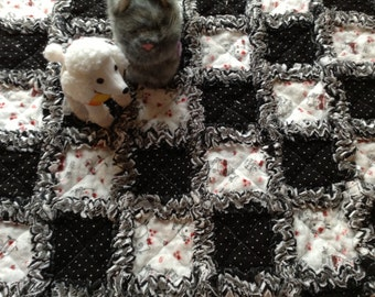 FREE SHIPPING Rag Quilt, Extra Fluffy, 4 Layers Cotton Flannel, 21 x 21 inches square, Puppy/Kitty Theme