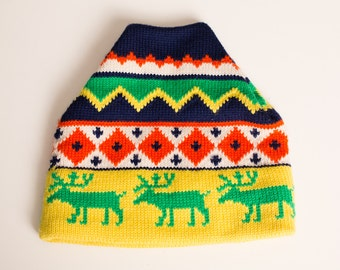 Vintage Aris Ski Hat, Aztec Reindeer Winter Beanie Cap, Bright Colors