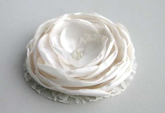Ivory Lace Flower Hair Clip, Ivory Flower Hair Piece, Flower Head Piece, Floral Hairpiece, Bridal Accessory, Flower Hairpiece, Wedding Hair