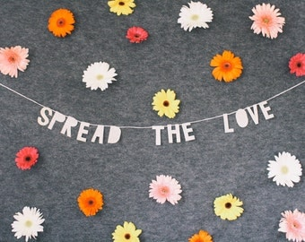 SPREAD THE LOVE paper banner - handmade / wall hanging / bedroom decor / house decor / interior decor / home decor