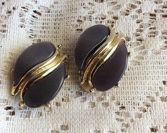 Vintage 1950's thermoset dark blue gray clip on earrings.