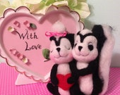 Skunks in Love Felted Couple / Valentine's Day / Soft Sculpture