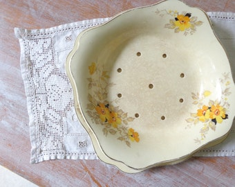 VIntage Ceramic Salad Strainer Bowl and Plate - J and G Meakin