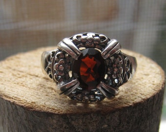 Vintage Sterling Silver Victorian Style Ring with Garnet Red Stone Size 7 Flowers Ladies Womens