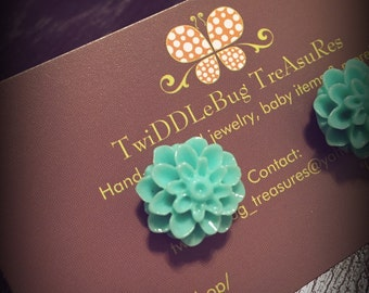 Turquoise Vintage Resin Dahlia Mum Flower Cabochon Earrings