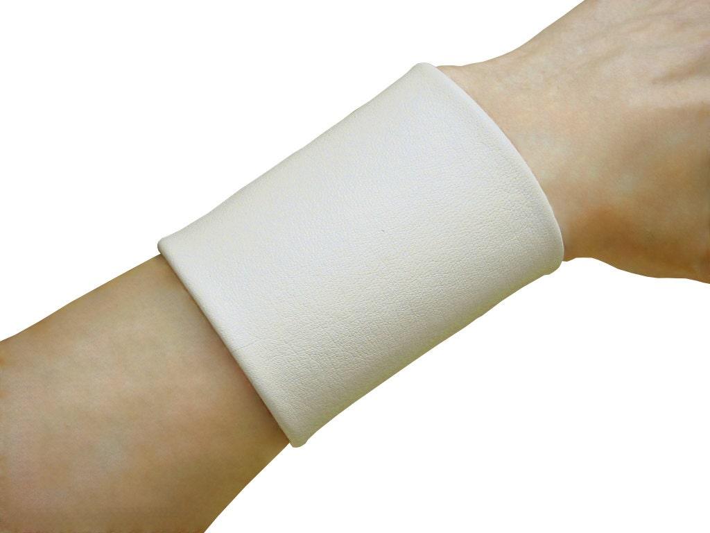 Non Metal Items White Non Metal Jewelry