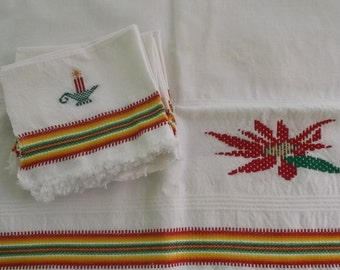 Vintage Napkins and Runner Set, White Linen with Fringe Edge and Christmas Detail 6 Napkins and 1 Runner