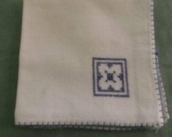 Vintage Napkins Ecru Linen with Blue Edges and Flower Cross Stitch Embroidery 4 Napkins