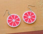 Vintage PINK LEMONADE Earrings....dangly. cute. kitschy. vintage charms. charm earrings. retro. kitsch jewelry. fruit. lemon slice. drink