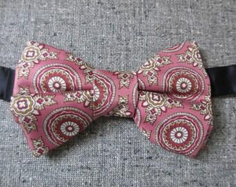 Vintage Men's  Pink Silk Paisley Bow Tie Neck Tie