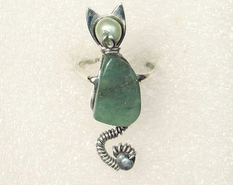 Sterling cat ring, green aventurine ring, small size ring, handmade silver cat, green cat ring