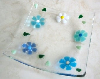 Fused Glass Plate, Turquoise, Blue and White Flowers, Floral Glass Dish, Glass Daisy, Glass Jewelry Keeper, Floral Soap Dish, Glass Flowers