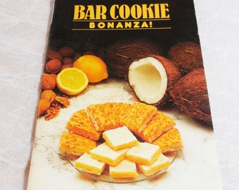 Bar Cookie Bonanza - Edited by Annette Gohlke  1991 by Reiman publications Milwaukee Wisconsin