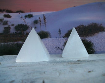 "SELENITE PYRAMID Crystal Stone Point SeaSalt White Light Amplifier 2"" Generator Energy Grid Chakra Heal Zen Decor Feng Shui Wicca GiftBox"