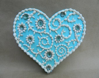 I Heart Seashells Aqua Painted Plaque with White Dove Shells and Green Limpets