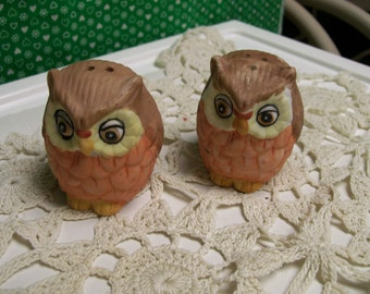 """Vintage, Owl, Salt and Pepper Shakers, Tiny , 2"""" Tall, Stoneware, Fun for Halloween, Vintage Table Top, Owl Collectors, Lovers"""
