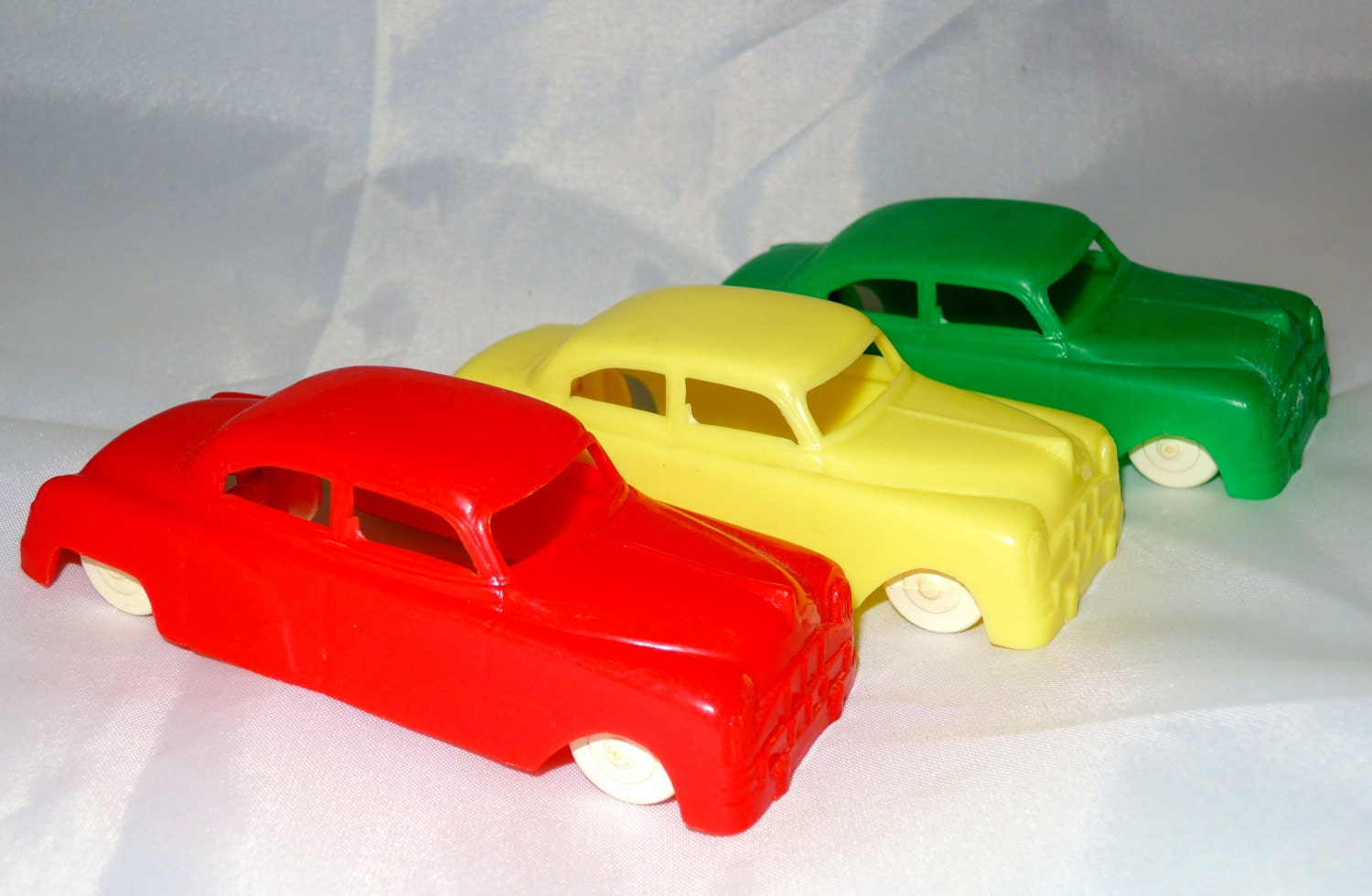 Vintage plastic toy car plasticville made in usa toy car old for Pvc car