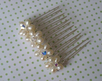 Pearl hair comb. Wedding headpiece.