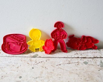 Lot of Vintage Cookie Cutters Red Christmas Cookie Cutters Easter Cookie Cutters