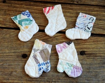 Cutter Quilt Mittens, Christmas Stocking Appliques, Vintage Primitive Patchwork Winter Crafting Scrapbooking Embellishments itsyourcountry