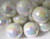 10 Vintage 18mm Iridescent White Faceted Acrylic Beads Bd1630