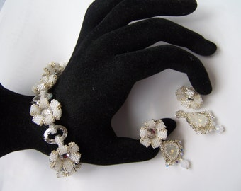 Wedding jewelry set. Bridal jewelry. White  handmade bridal jewelry set. White wedding Swarovski element  bracelet and earrings set.