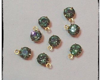 Swarovski Crystals in Erinite, in a brass setting with 1 loop. 8pcs, 6mm (ss29)