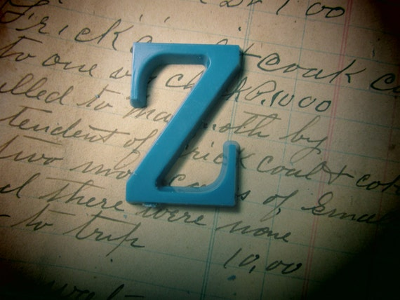 Letter sign vintage small 1 1 2 inch letter z sign blue for Small plastic letters for signs