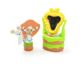 Apricot & Hopsalot Play at the Vanity PVC Mini Figurine Vintage Strawberry Shortcake Deluxe Miniatures