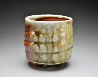 Shigaraki, anagama, ten-day anagama wood firing, with natural ash deposits tea cup. yunomi-07