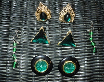 4 Pairs of Retro Emerald Green Earrings, a Collection of different style earrings with the same matching emerald green color faux gemstones