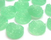12mm Light green round resin cabochon - Faux drusy cabochon - Faux druzy cabochon - Textured cabochon (1511) - Flat rate shipping