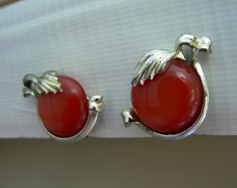 Vintage Moonglow Lucite Red Apple or Cherry or Cherry Tomato w/ Silvertone Leaves Clip Earrings (J-15-398)