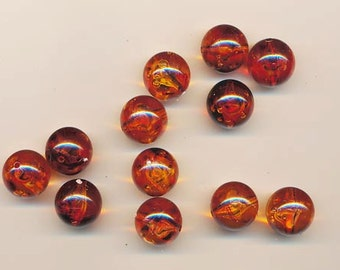 18 beautiful vintage lucite beads - transparent root bear with darker swirls and inside - 15.8 mm