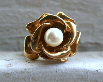 RESERVED - Vintage Retro Flower 14K Yellow Gold and Pearl Ring.