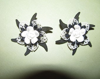 Vintage Silver Tone White And Black Plastic Flower Clip On Earrings