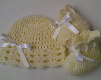 Crochet Baby Hat and Booties beanie gift baby shower photo prop white satin ribbon