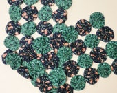 Yo Yo Runner, Blue and Green Ivy Print Fabric Placement